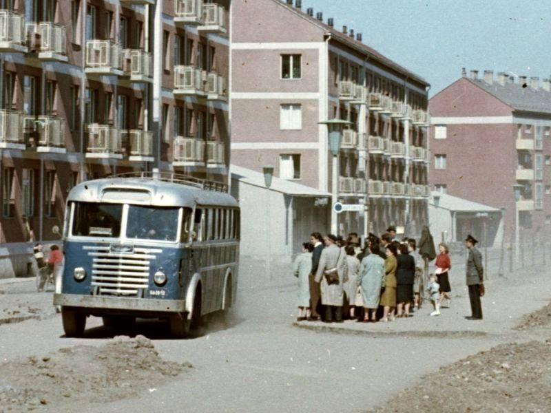Csúcsforgalom a pécsi Kőrösi utcában (1958) (forrás: fortepan)